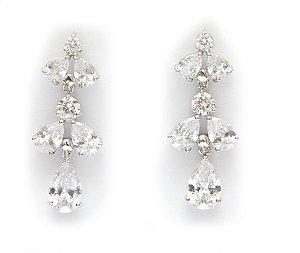 Brinco para noivas folheado em prata com detalhes de pedras em brilhantes com pingente