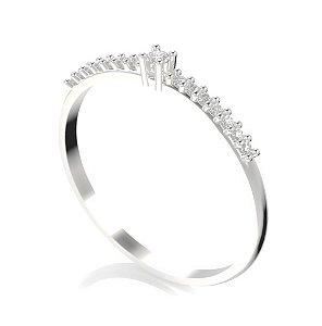 Aliança em ouro branco 18k com diamantes
