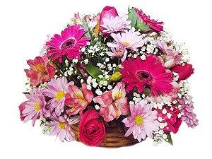 Cesta de Flores em Tons Rosados