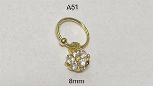Argola torção folheado dourado com pingente flor 8mm