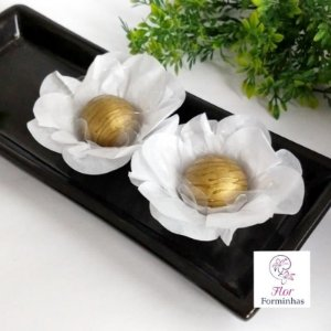 50 Forminhas Flor Primavera Papel Branca- F012