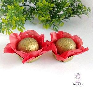 50 Forminhas Flor Camélia Base Dourada Vermelha - F041