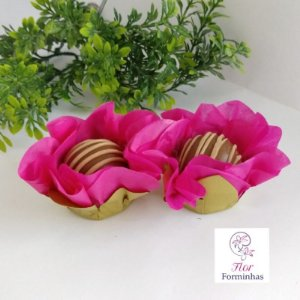 50 Forminhas Flor Primavera Base Dourada G Pink- F037