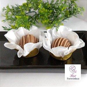 50 Forminhas Flor Primavera  Base Dourada G Branco- F037