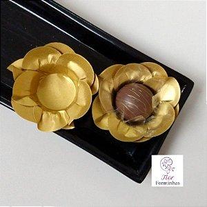 50 Forminhas Camelia Dupla Papel Dourado F049