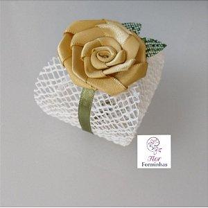 10 Porta Bem Casado em tela rústica e  Flor Em Cetim - Flor Dourado Cl- B010