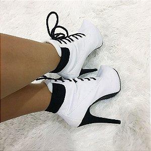 Bota Ankle Boot Salto Fino White e Black ee8fcb7dfa0