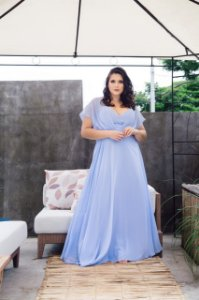 Vestido de Festa Plus Size Azul Longo Liso Georgina Aluguel
