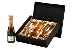 Kit Champanhe Moet Chandon Baby 200ml com Taças