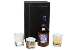 Kit Whisky Chivas Regal 18 Anos 750ml com Copos e Castanhas