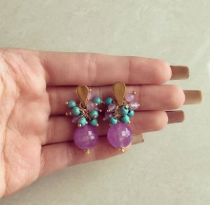 Brinco Cacho Pedras Naturais Turquesa e Jade Ametista Dourado