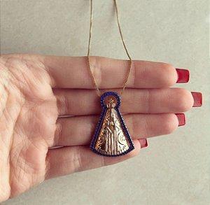 Corrente Mandala Nossa Senhora Grande com Cravação de Zircônias Azul Marinho Em Volta Dourado