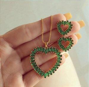 Conjunto Coração Navetes de Zircônias Verde Esmeralda Dourado