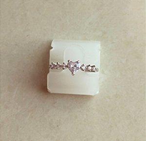 Anel Coração com Pontos de Zircônias Diamond Ródio Branco