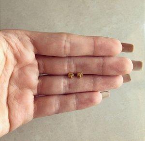 Brinco Micro Coração Delicado Dourado