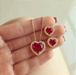 Conjunto Coração Cristal Rubi e Mil Zircônias Diamond Dourado