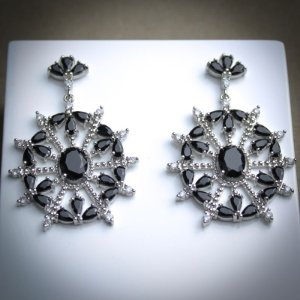 Brinco Luxo Zircônias Negra/Diamond Ródio Branco