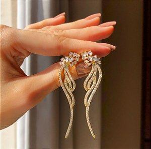 Brinco Malibu Cravação de Navetes de Zircônias e Mil Micro Zircônias Diamond Dourado