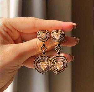 Brinco Tulum Cravação Micro Zircônias Negra/Coração Zircônia Morganita Dourado