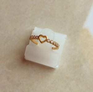 Anel Coração Cravação de Zircônias Diamond Dourado