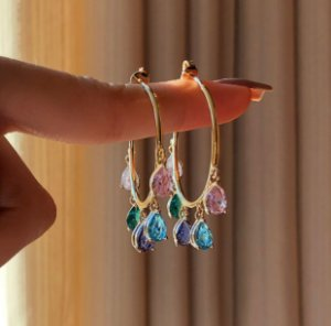 Argola Gotas de Zircônias Colorida (Rosa, Azul, Verde, Ametista e Diamond) Dourado