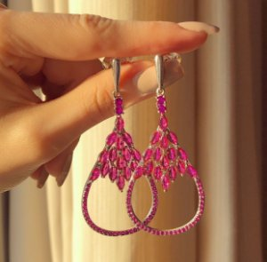 Brinco Zurique Luxo Cravação Zircônias Safira Pink Ródio Branco