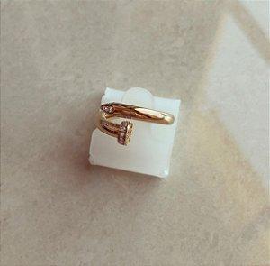Anel Prego Inspired com Cravação de Zircônias Diamond Dourado