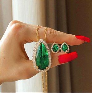 Conjunto Luxuoso Elos Maxi Gota Pedra Raiada Verde Esmeralda e Mil Zircônias Diamond Dourado