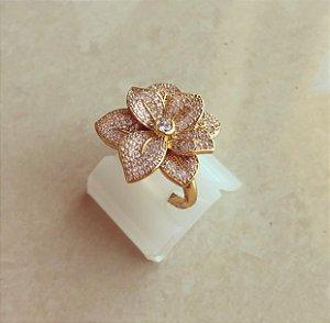 Anel Maxi Flor Luxuosa Cravação Mil Zircônias Diamond Dourado