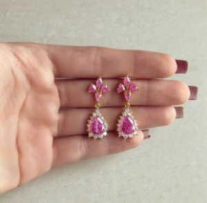 Brinco Bahamas Cravação Pedras Fusion de Safira Rosa e Zircônias Diamond Dourado
