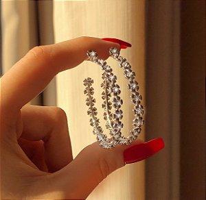 Argola Bali Flores com Zircônias Diamond Ródio Branco