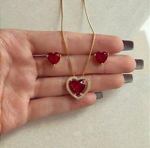 Conjunto Coração Cristal Rubi e Cravação de Zircônias Diamond Dourado