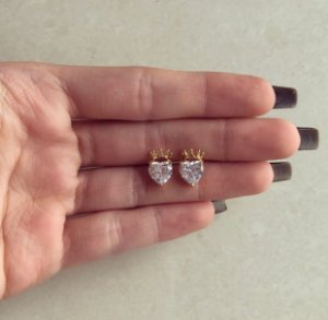 Brinco Maxi Coração Zircônia Diamond com Coroa Dourado
