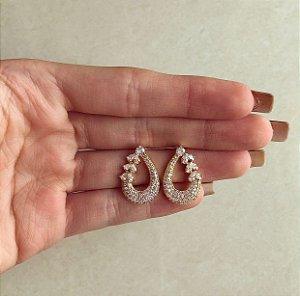 Brinco Gota Cravação Mil Micro Zircônias e Navetes Diamond Dourado