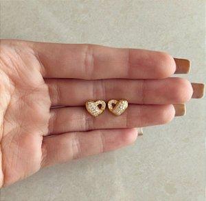 Brinco Coração Vazado com Zircônias Diamond Dourado