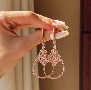 Brinco Zurique Luxo Cravação Zircônias Safira Rosa Dourado