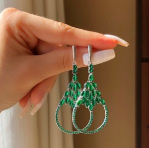 Brinco Zurique Luxo Cravação Zircônias Verde Esmeralda Ródio Branco