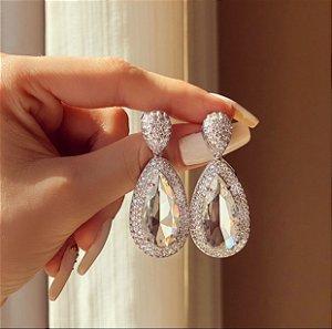 Brinco Luxuoso Jericoacoara Com Mil Zircônias Diamond e Gota de Cristal Ródio Branco