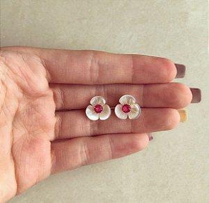 Brinco Flor Madre Pérola com Zircônia Rosa Pink Dourado