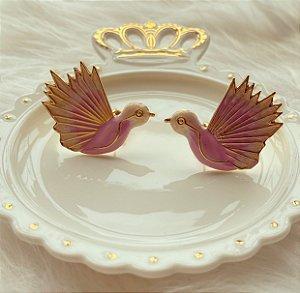 Brinco Maxi Pássaro Esmaltado Rosa Bebê Dourado