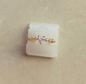 Anel Coração com Pontos de Zircônias Diamond Dourado