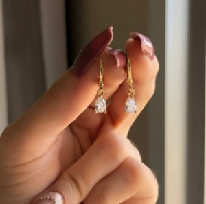 Argolinha Gota Pequena de Zircônia Diamond Dourado