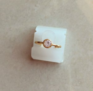 Anel Redondo Liso com Maxi Zircônia Diamond Dourado
