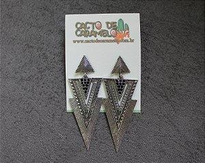 Brinco Triangulo Prata Preto