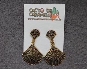 Brinco de Concha Sereia Dourado Envelhecido Vintage Retro