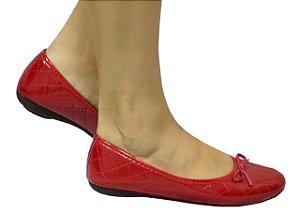 Sapatilha bordada bico redondo verniz vermelha