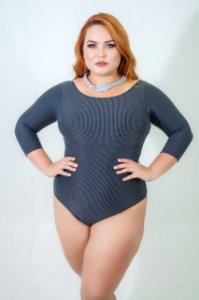 Body Manga Preto e Branco Plus Size