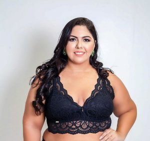 Top de Renda Preto Plus Size