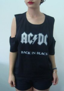 Camiseta feminina com ombro aberto - AC DC - Back in Black