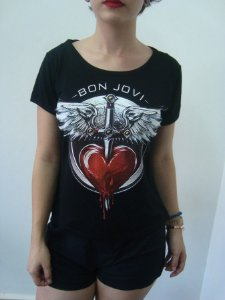 Baby look customizada - Bon Jovi